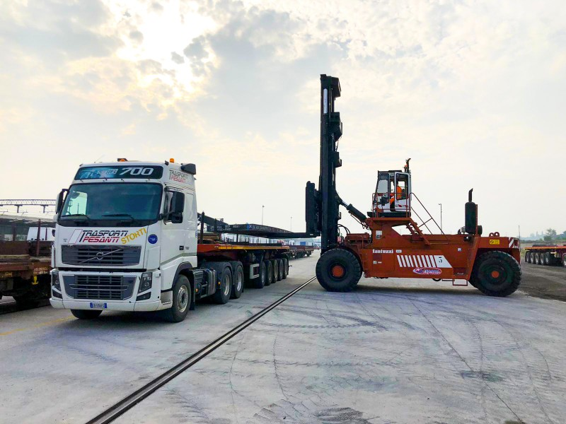 Railway transport of slabs: Start from the Terminal of Sona Campaign the collaboration between Trasporti Pesantit and Valsider of Vallese di Oppeano (VR)