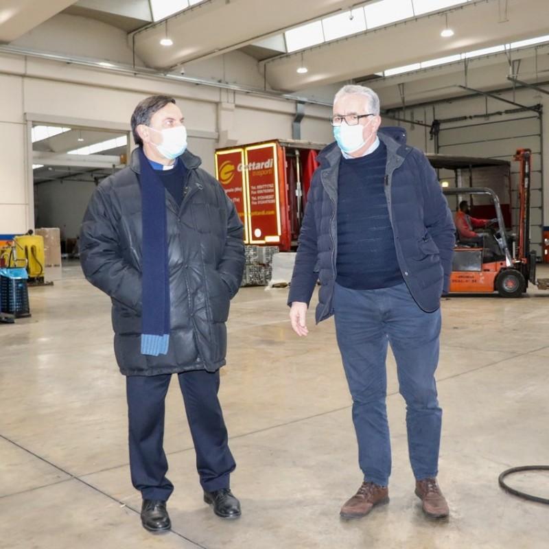 Don Antonio Pezzetti in visita alla Trasporti Pesanti